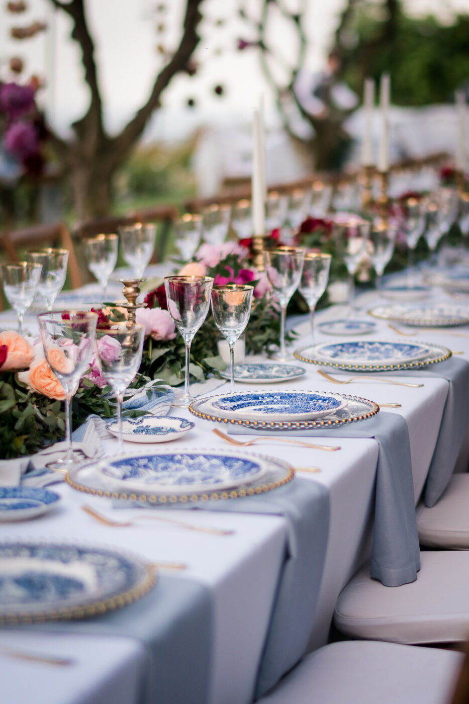 Spectacular imperial table setting with blue and white cloisonne china and decorated with spectacular blossoms in pink and fuchsia at the Belmond Caruso Hotel in Ravello Amalfi Coast Italy planned by Barbara Babcock celebrations photo by luxury destination wedding photographer Francesco Bognin