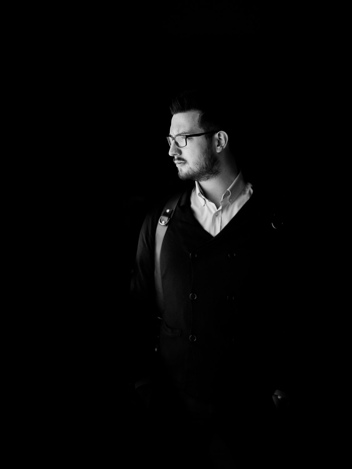 Black & White profile portrait of Italian luxury wedding photographer Francesco Bognin taken in Verona Italy